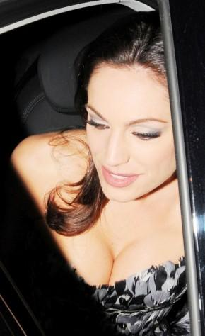 Kelly Brook Sexy Cleavages Exposing Glowing Pic