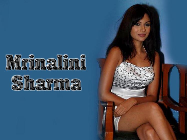 Mrinalini Sharma Sexy Legs Exposing Wallpaper In Short Dress