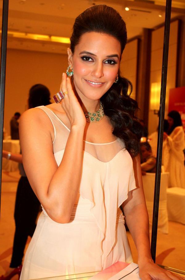 Sexy Neha Dhupia At Retail Jeweller India Awards 2012