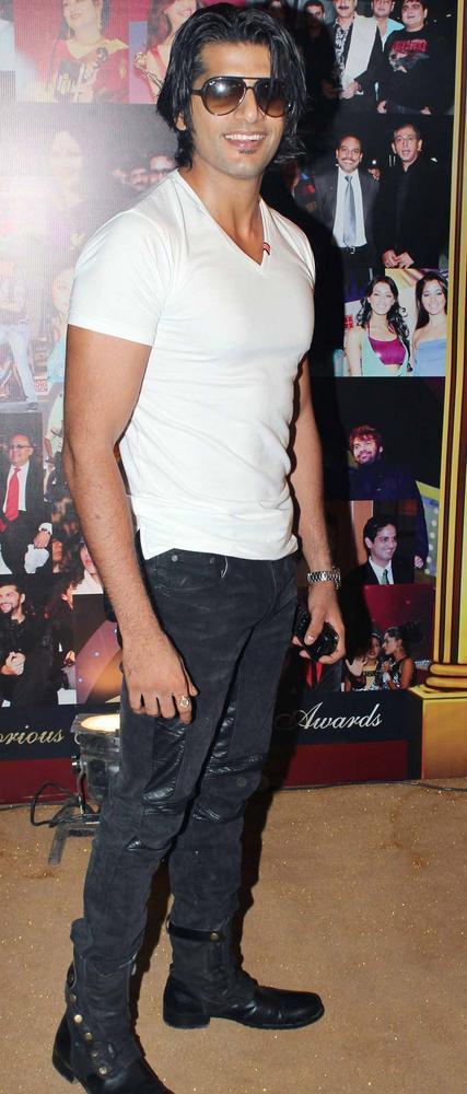 Karanvir Bohra Stylist Look At The 5th Boroplus Gold Awards