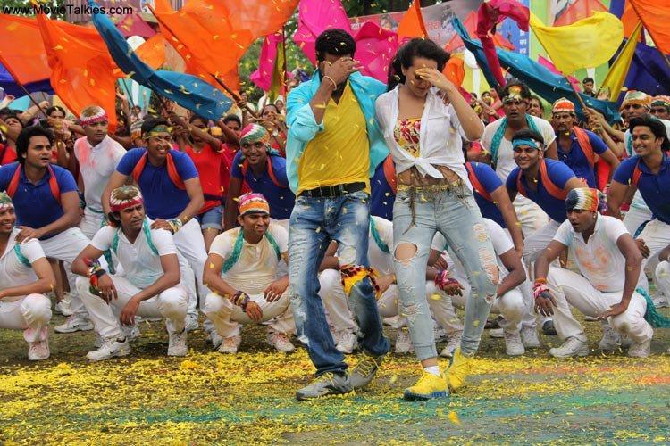 Sonakshi and Prabhu Dance in Go Govinda Song in OMG