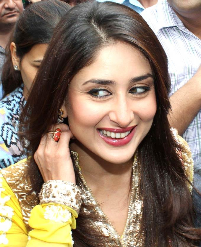 Gorgeous Kareena Sweet Smile Pic at Heroine Music Launch at Siddhi Vinayak Temple