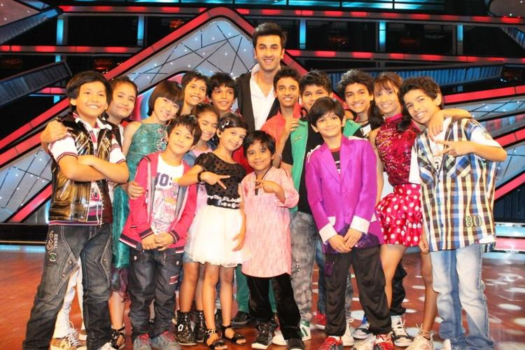 Ranbir Kapoor Pose With Superkids On Dance Ke Superkids Show