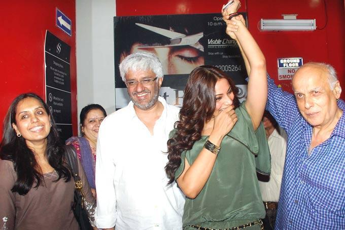Bipasha with Vikram and Mahesh Bhatt At The Screening Of Raaz 3