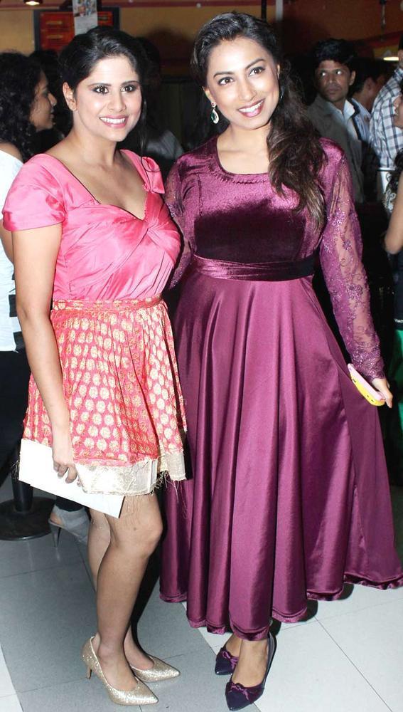 Sai Tamahankar and Kranti Redkar Pose During No Entry Pudhe Dhokha Aahe Premiere