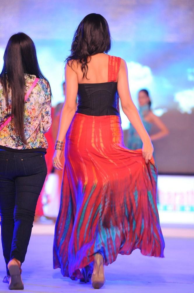 Deeksha Seth Back Exposing Still At South Spin Fashion Awards 2012