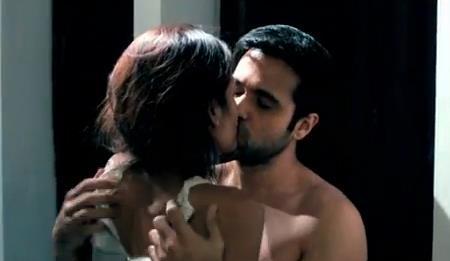 Emraan and Esha Hot Lip Kiss Still In Raaz 3
