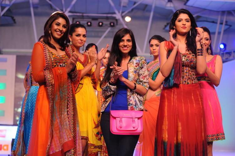 Deeksha Seth With Richa And Nishka Lulla On Ramp at South Spin Fashion Awards 2012