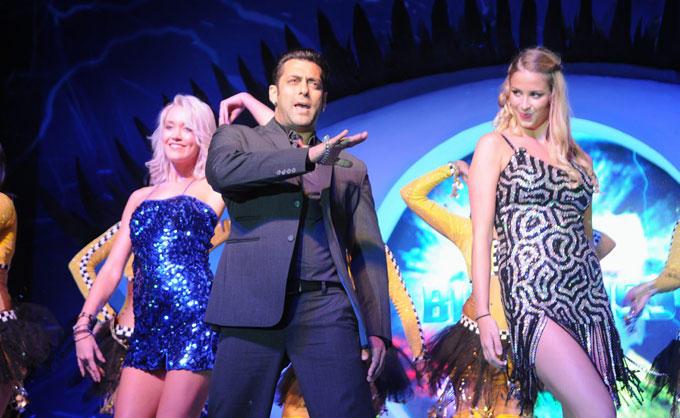 Salman Khan Performs With Hot Babes at Bigg Boss Season 6 Launch Event