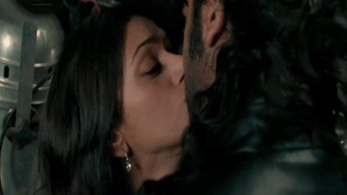 Aditi Rao Hydari Hot Liplock Still