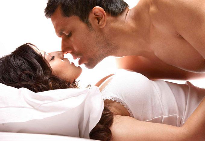 Sunny Leone and Randeep Hooda Hot Kissing Pic in Jism 2