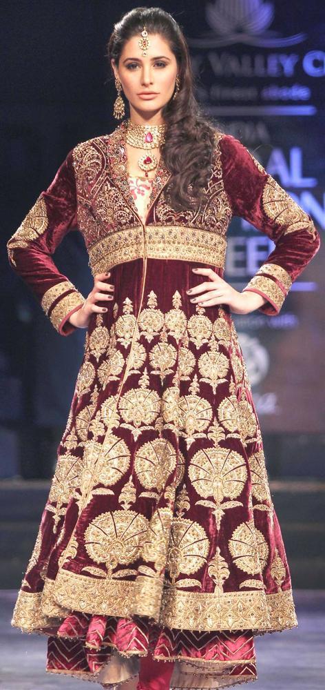 Nargis Fakhri Was The Showstopper For Designer JJ Valaya at AVIBFW 2012 Finale Show