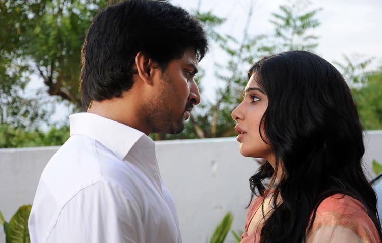 Naveen And Samantha Nice Look Still From Yeto Vellipoyindi Manasu Movie