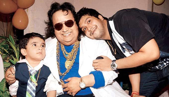 Bappi Lahiri Pose During His Grandson Swastiks Birthday Bash