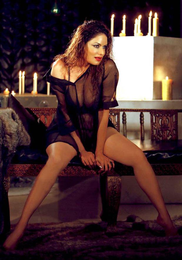 Poonam Jhawer Super Sexy Pose Photo Shoot