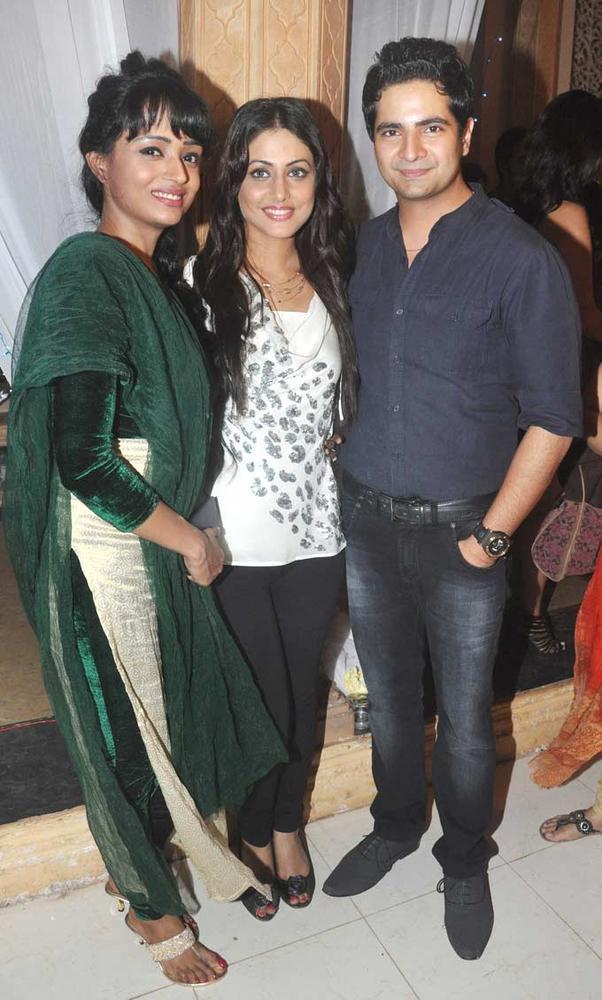 Hina And Karan Pose With A Friend At Yeh Rishta Kya Kehlata Hai Succses Bash