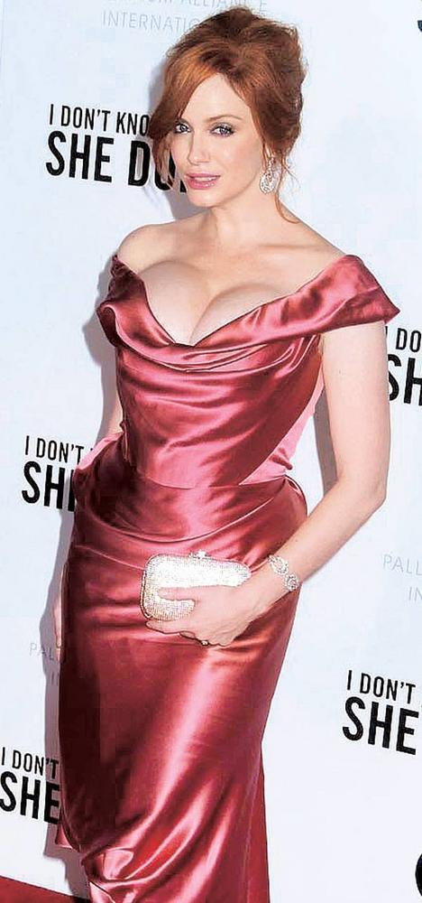 Christina Hendricks Glamour And Sexy Look In Gown