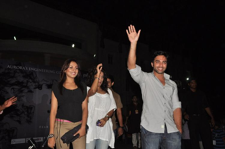 Navdeep Shakes His Hands Towards His Fans
