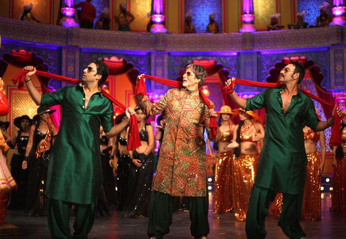 Amitabh,Abhishek And Ajay Dancing Title Song From Bol Bachchan
