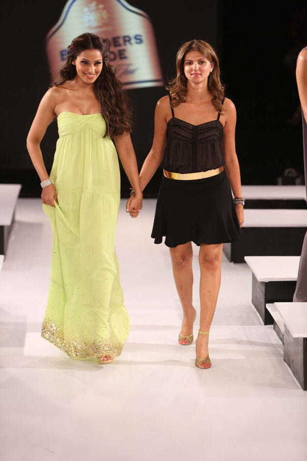 Bipasha With Designer Nandita Walk On The Ramp At The Blenders Pride Fashion Tour 2012