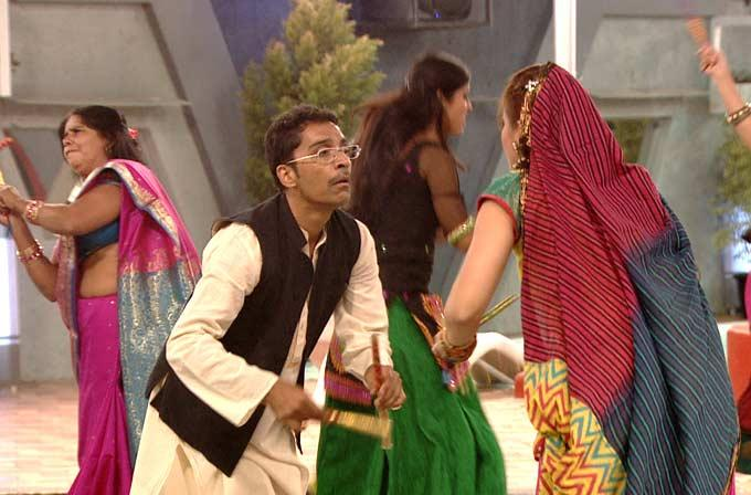 Vrajesh Hirjee Plays Garba In Bigg Boss 6