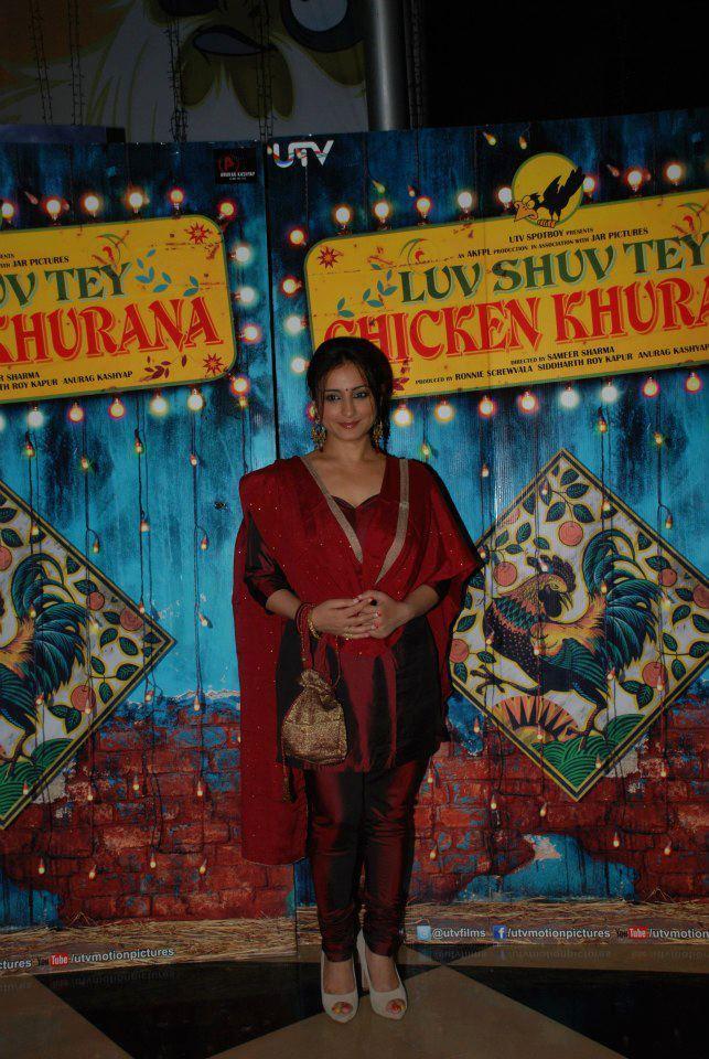 Divya Dutta Pose At Luv Shuv Tey Chicken Khurana Premiere