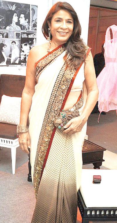 Rashmi Smiling Still At Double Decker Show Launch