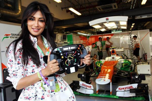 Chitrangda Gorgeous Pic At The Sahara Force India Pit Garage