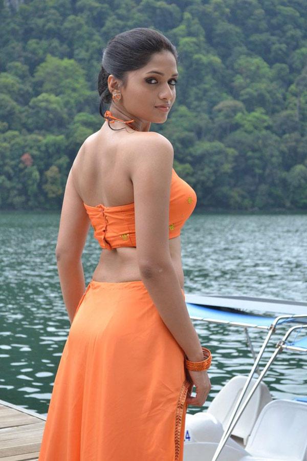 Sunaina Bare Back Show Sizzling Look Still