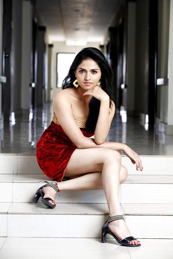 Sunaina Milky Hands And Legs Expose Hottest Still
