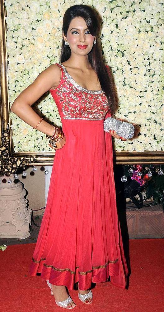 Geeta Basra Pose For Camera At Kiran Bawa's Diwali Bash