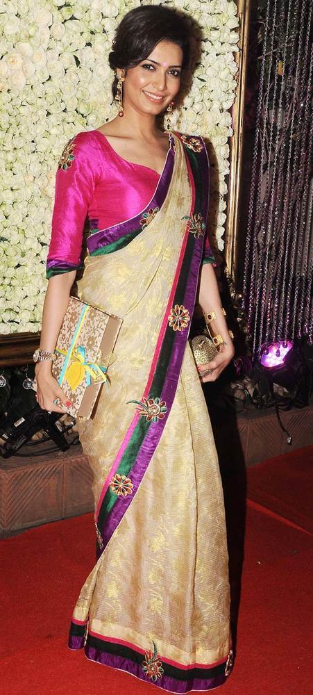 Karishma In Saree Sexy Look At Kiran Bawa's Diwali Bash