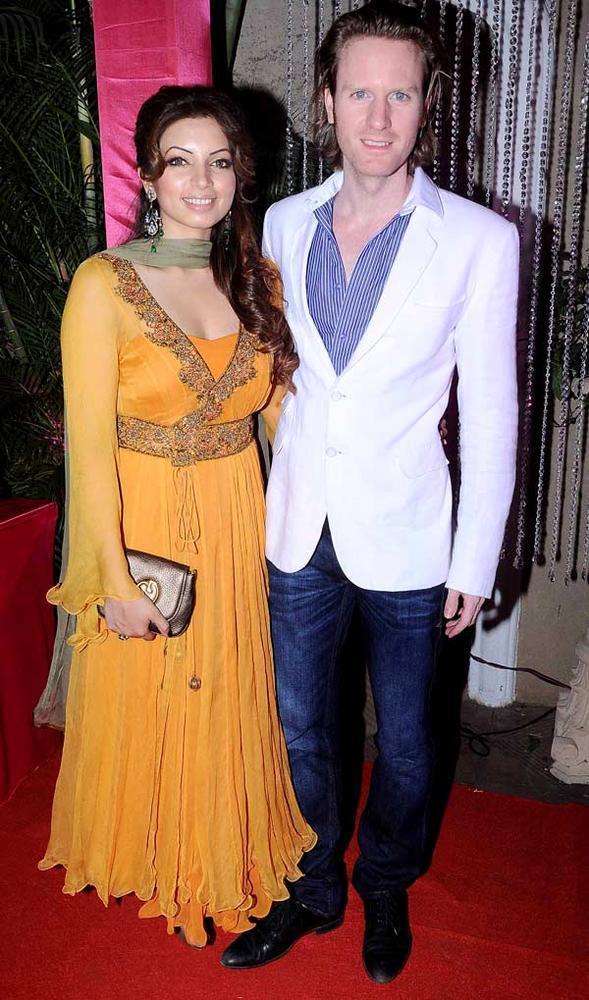 Shama And Alex O'Neill Snapped At Kiran Bawa's Diwali Bash