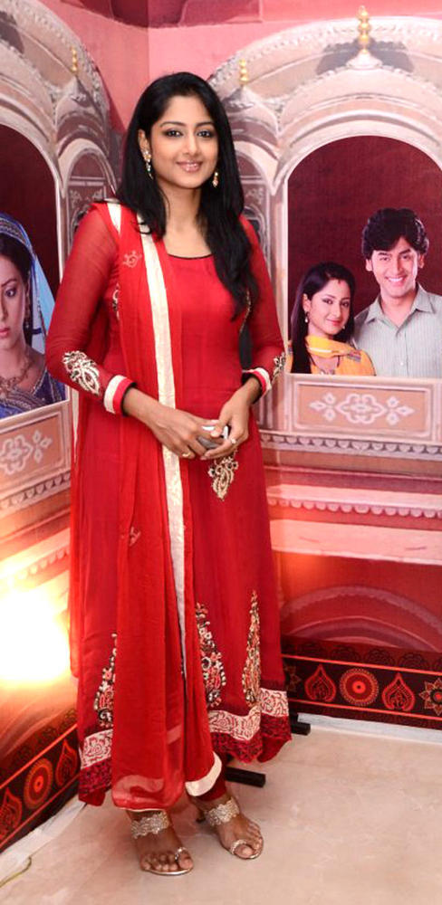 Anjum Farooki Nice Look With Cute Smiling In Red A Ensemble