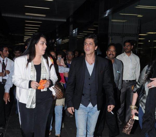 Shahrukh Wth Friend Photo Clicked At Mumbai International Airport