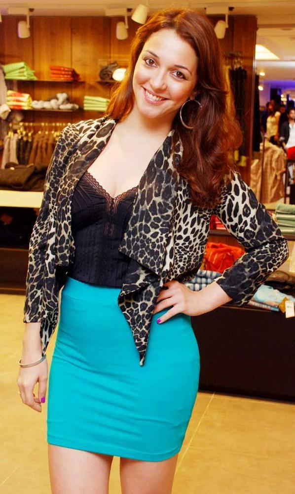 Nauheed Cyrusi Smiling And Sexy Look Pose At A Cloth Collection Launch