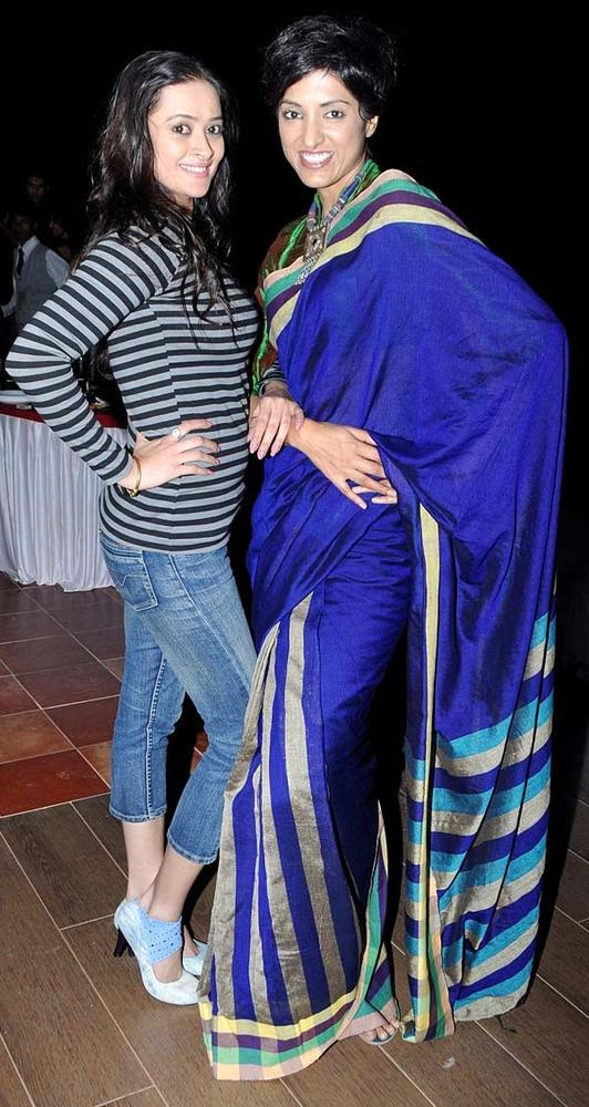Jesse With Jassi Posed For Camera In Bolly Break Style At Her Birthday Bash