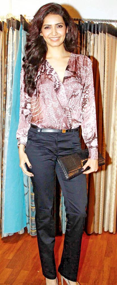 Karishma Dazzling Looks At Splendour Collection Launch