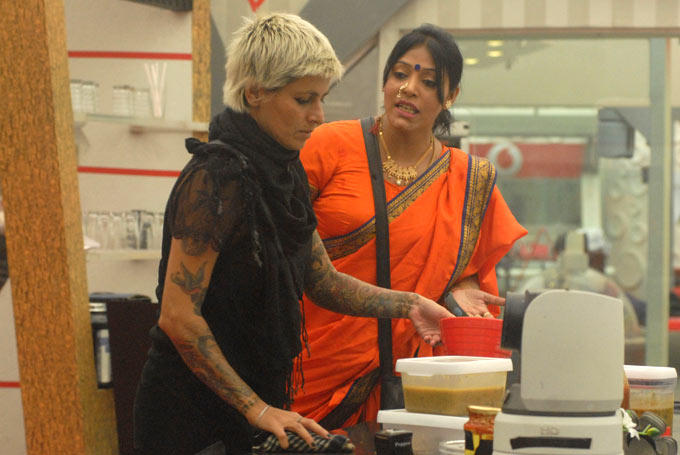 Sapna With Bai In The Kitchen On Day 52 In Bigg Boss 6