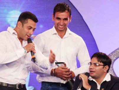 Salman Khan Nice Look Still At IBN 7 Super Idols Award Ceremony
