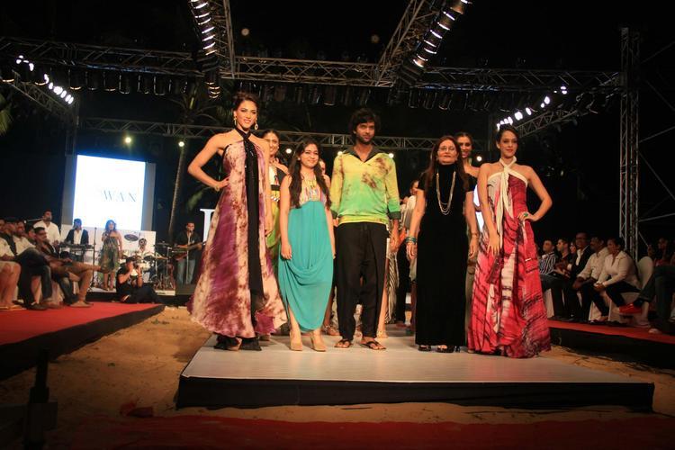 Purab,Nicole And Hazel Walk For Gogee Vasant At India Resort Fashion Week 2012