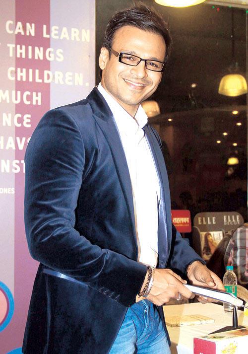 Vivek Oberoi Launched  Vinod Nair's Book In Crossword