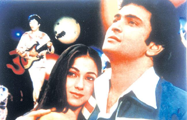 Tina Munim And Rishi Kapoor Romantic Scene From Karz Movie