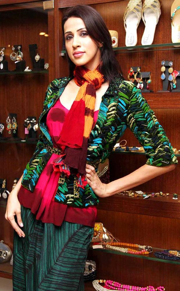 Alicia Posed For Camera At Aanchal Kumars New Collection Launch