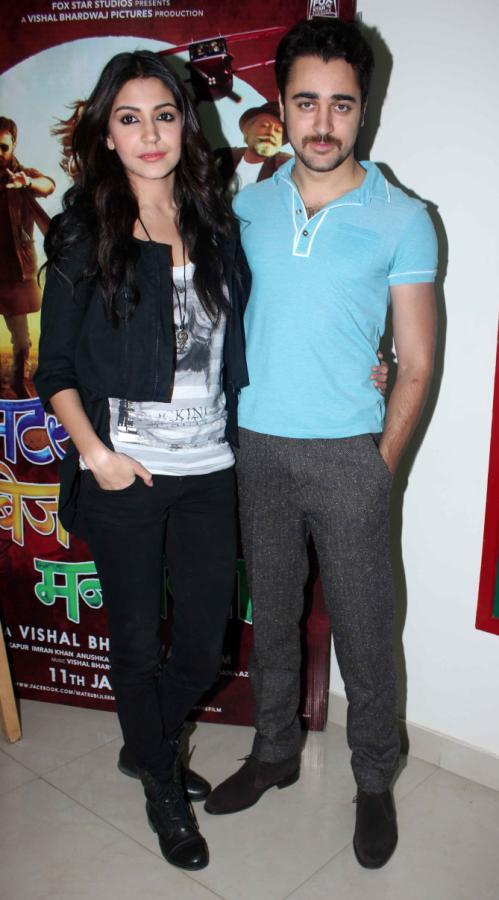 Anushka And Imran Posed For Camera During MKBKM Audio Launch