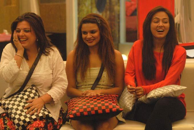 Sana,Aashka And Delnaaz Smiling Photo In Bigg Boss 6 Modern House