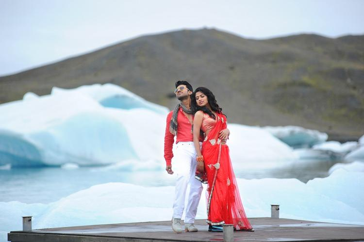 Ram Charan And Amala Romantic Scene From Nayak Movie