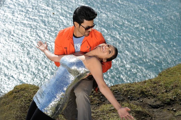 Ram Charan And Kajal Hot Romantic Scene From Nayak Movie