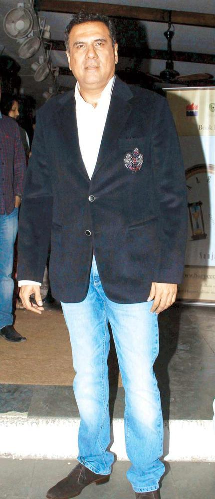 Boman Irani Walks In Photo Clicked At The Launch Of Sanjay Chopra's New Book