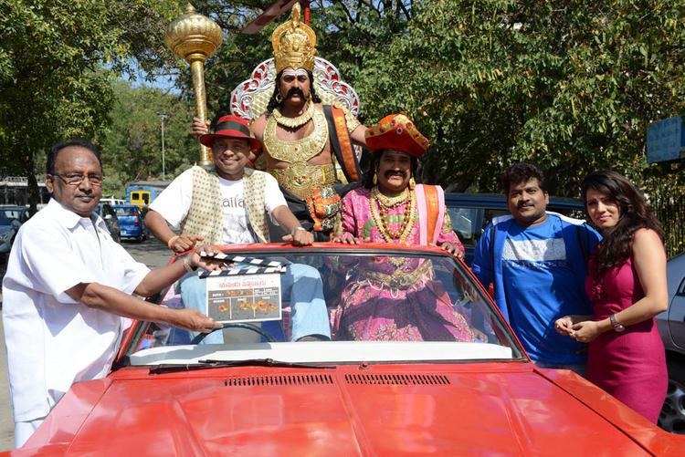 Parinithi Glamour Look At Yamudu Vastunnadu Movie Launch